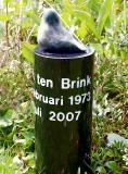 Grafsteen met brons musje